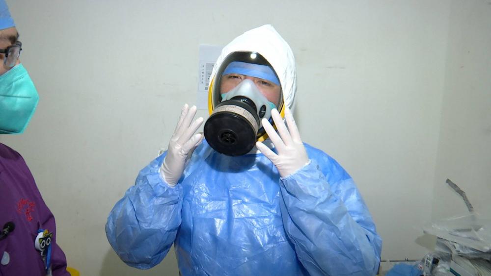 42秒|山东台记者穿上最高级别防护服:呼吸很困难