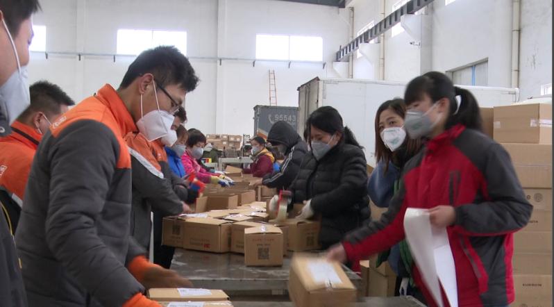 枣庄滕州20万只防疫口罩加急发货 66秒视频直击现场