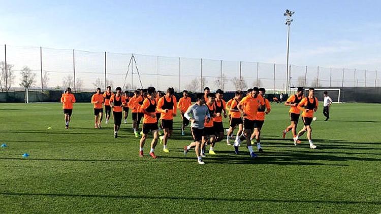 鲁能开启迪拜冬训 球员每日上报体温情况