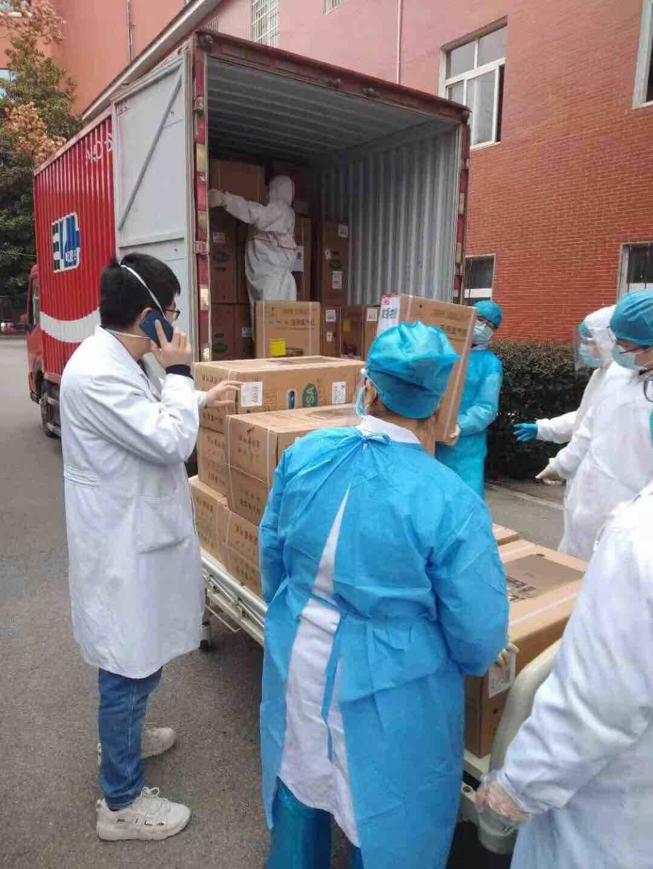 钟南山院士团队向武汉捐100台制氧机已顺利送抵武汉!