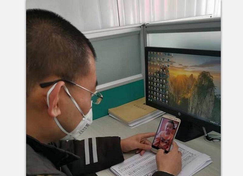 青岛:视频连线陪儿子过生日  他连续十天在岗抗击疫情