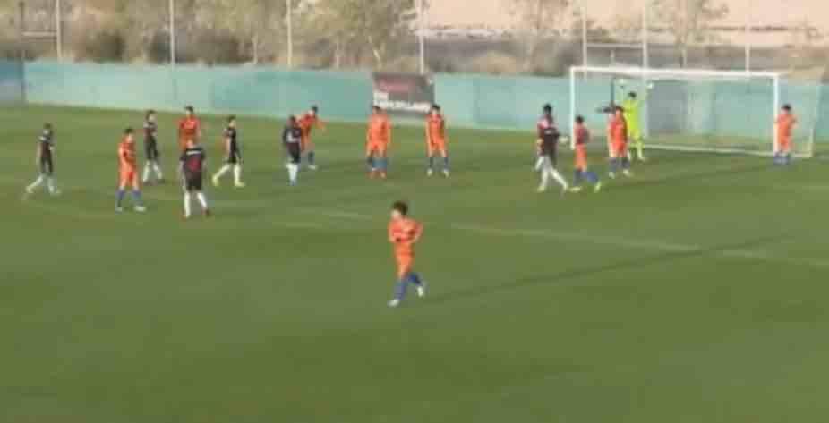 鲁能迪拜海外拉练第二场热身赛 半场0