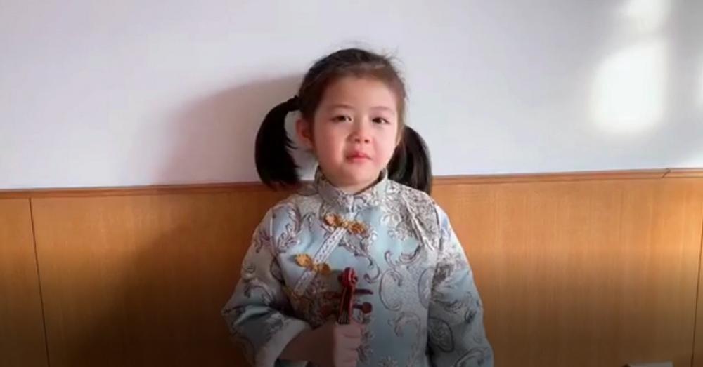 """77秒丨看哭!5岁女孩录视频为奋战在""""疫""""线的爸爸加油打气"""
