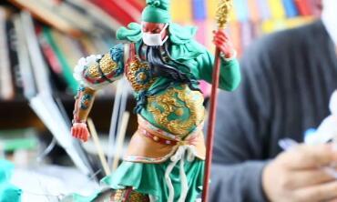 58秒丨见过戴着口罩的关公吗?枣庄滕州民间艺人用面塑为逆行者加油