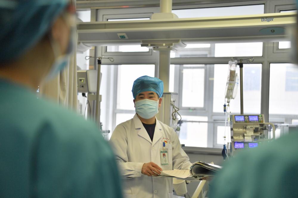 """战""""疫""""故事 山大二院58岁医生请战出征武汉:我是党员,要去病人最需要的地方"""