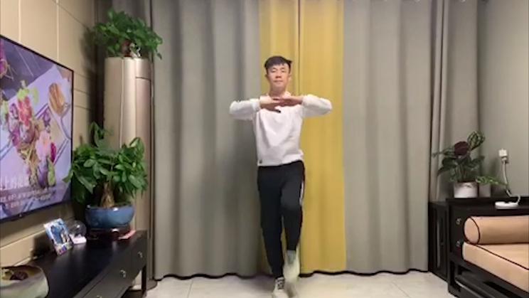 视频丨足不出户就能强身健体,1分钟居家健身操学起来