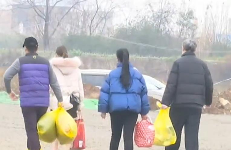央视《午夜新闻》:2月11日山东首批援助湖北医疗队伍救治的12名患者治愈出院