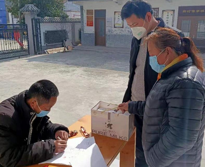 济宁泗水村支书送600箱牛奶支援防疫 让村里每家每户免费领取