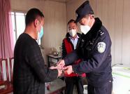 77秒丨潍坊寿光男子捐2000元想为民警添口罩 民警当面致谢:心意我们领了,钱不能收!
