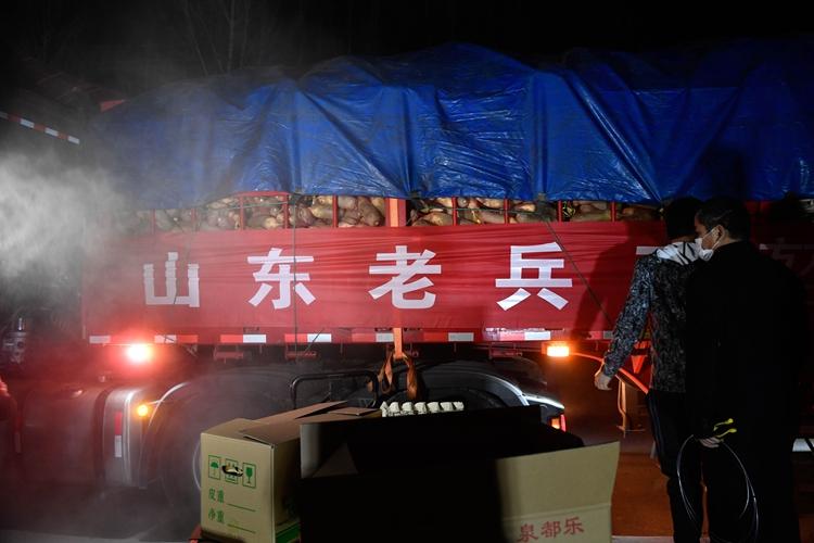 济南一退伍老兵捐40吨蔬菜鸡蛋运抵黄冈:为黄冈人民做一些事情,心里感到踏实