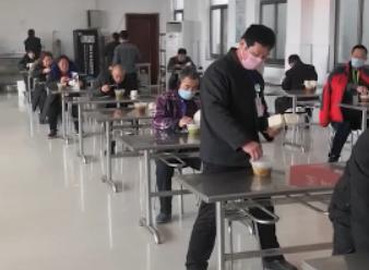Vlog|走进复工后的聊城企业餐厅,仿佛穿越回高考考场