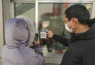 """不扎堆、省时间 潍坊寿光推广实施""""扫码进社区""""防疫新措施"""
