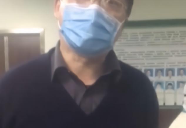 霸道训斥医护人员,良心不会痛吗?丨闪电评论