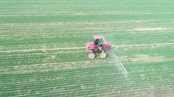 39秒|聊城抢农时备春耕 24个村庄23500亩耕地免费喷洒除草剂