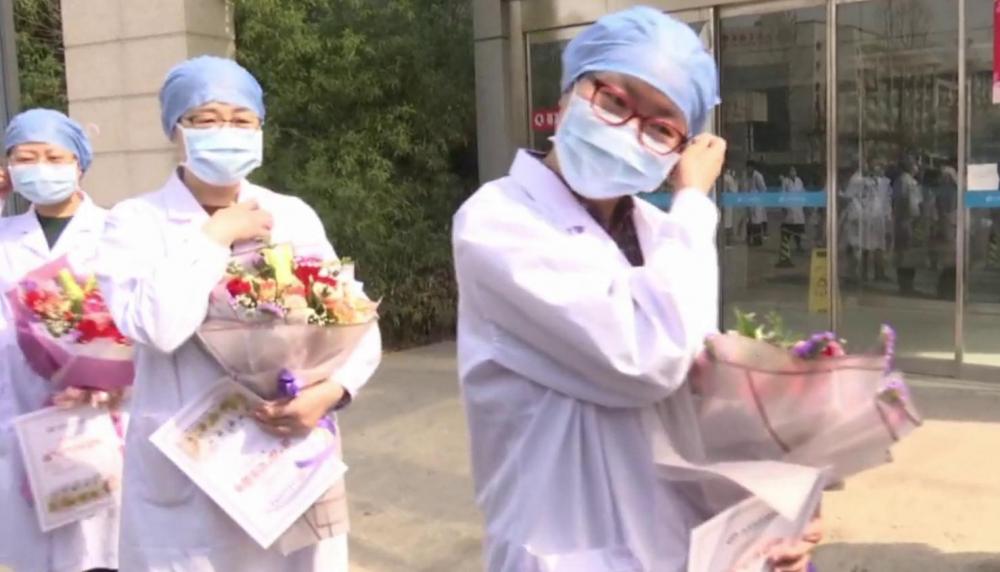 """谢谢你们,""""蒙面""""英雄!山东省胸科医院确诊病例清零,医护人员展露笑容"""