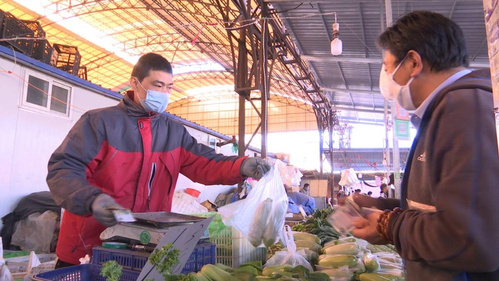 82秒丨吆喝声又回来了!复工后的济南八里桥蔬菜市场来看下
