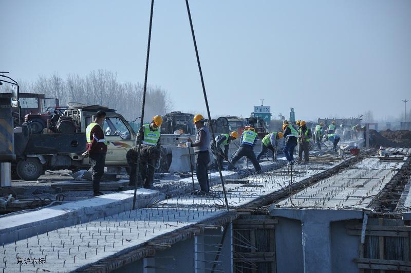京沪高速临沂段改扩建工程祊河大桥桥面施工全面启动