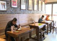 """59秒丨一人一桌、手机点餐 """"分餐制""""让潍坊市民吃得更放心"""