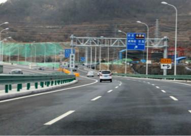分段施工、交叉作业 威海环山路辅路工程环翠段5月底完工