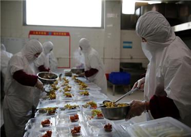 """网上下单、安全配送 """"移动食堂""""让潍坊市民吃上放心工作餐"""