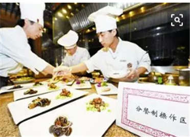 """间隔坐、分开吃!潍坊高新区餐饮企业全面实施""""分餐制"""""""