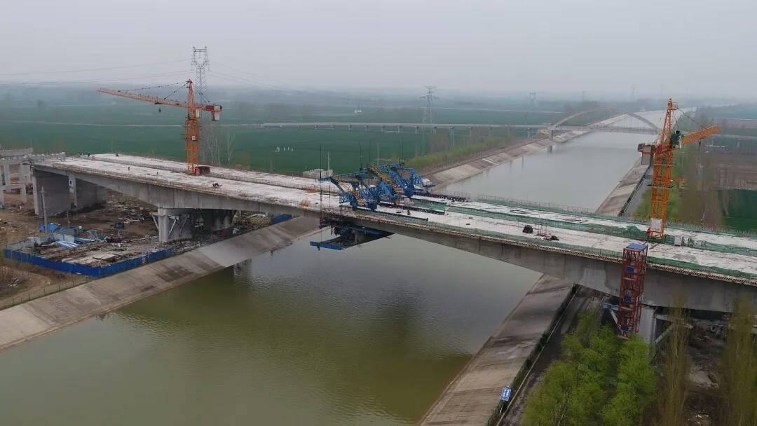 宁梁高速东平湖滞洪区特大桥将转入沥青路面施工,10月底前通车