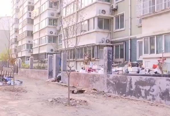 淄博:万福家园小区一楼扩建小院 究竟是否违建?