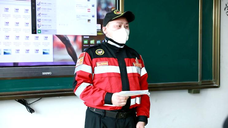47秒|开学第一课!聊城22岁小伙走上讲台,讲述驰援湖北战疫故事