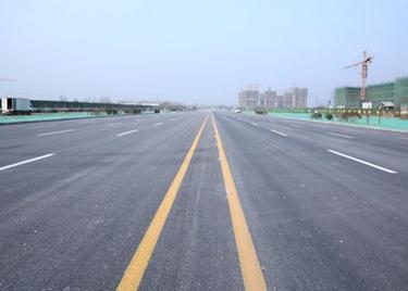 """聊城开发区""""三桥两路""""新进展:财干路东延、中华路北延主干道已完工"""