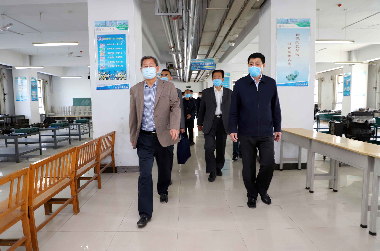 省人社厅副厅长侯复东到滨州市技工院校督导复学后疫情防控工作