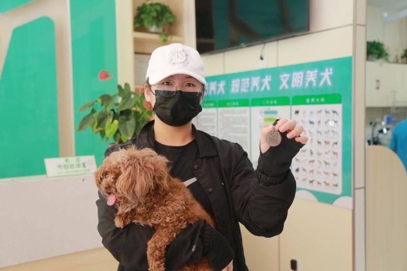 家犬有了户口!滨州市首张犬牌正式挂出