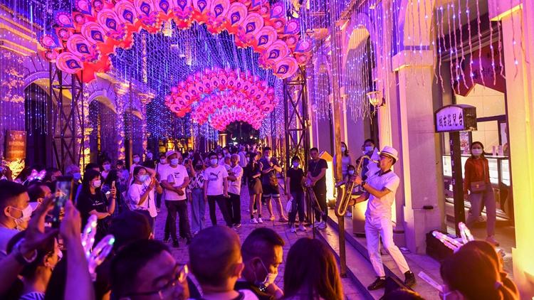 超清美图:灯火璀璨的台儿庄古城回来啦