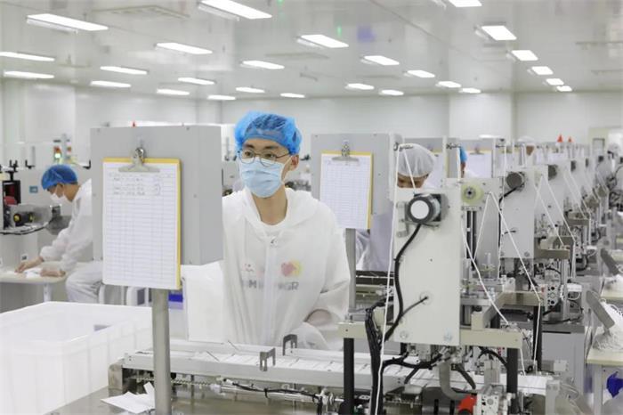 """36秒丨再創""""威海速度""""!迪尚集團建成日產200萬只口罩的超萬平米凈化車間"""