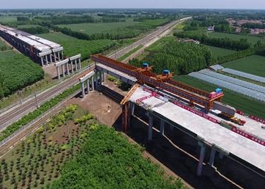 52秒 高东高速新进展!跨邯济铁路大桥T梁架设正施工,预计6月底完成