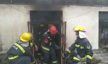 29秒|独居老人家中失火被困浓烟中 威海消防紧急扑救