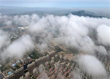 组图|威海荣成石岛再现平流雾景观 宛如人间仙境