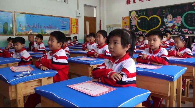 23秒丨日照一学校为学生送上开学见面礼 听听学生怎么说:被评为阅读之星 非常开心