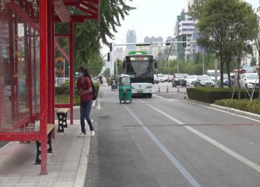 """77秒丨29处公交站亭""""搬新家"""" 潍坊北海路快速化改造之后有这些新变化"""