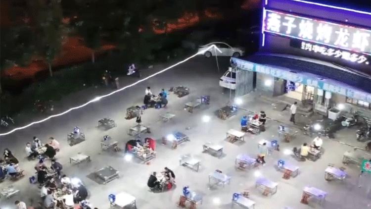 """56秒丨滨州:泳池+烧烤""""清凉""""消夏 城市夜经济热起来了"""