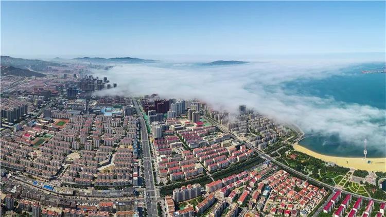 组图丨美哉!俯瞰云雾中的威海经区,别有一番壮美