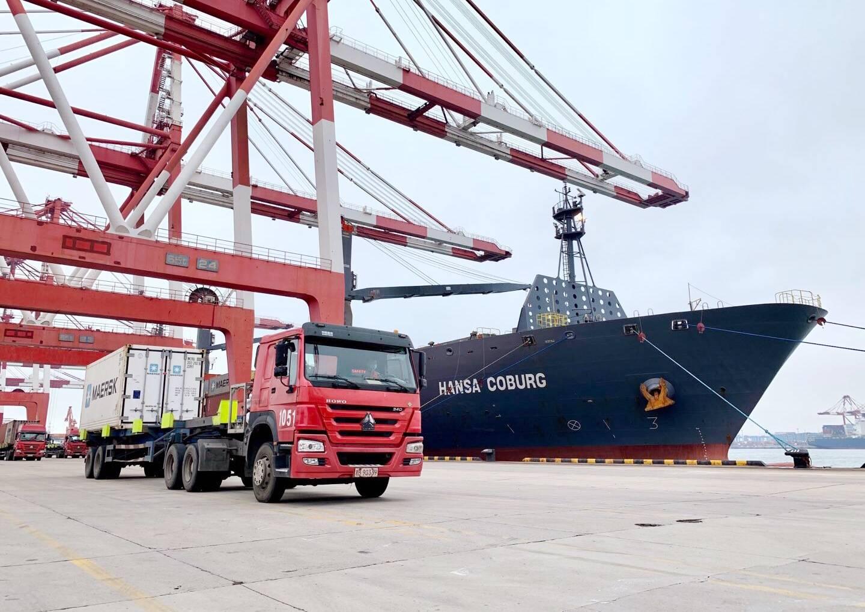 山东港口青岛港海陆马士基进口直达冷链新航线成功首航