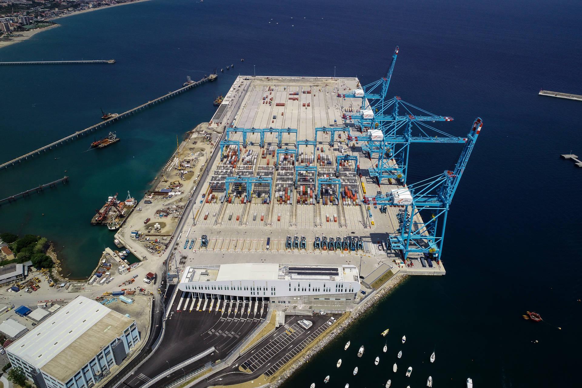 山东港口青岛港意大利瓦多项目二期土建工程建设完成