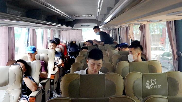 出发!山东西王男篮13人出征东莞,陈培东剪了新发型