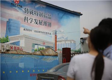 """城市管理抬头可见 潍坊高新区城市美颜""""新钢墙"""""""
