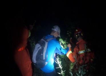 男子天黑迷路被困山上 威海消防紧急救援