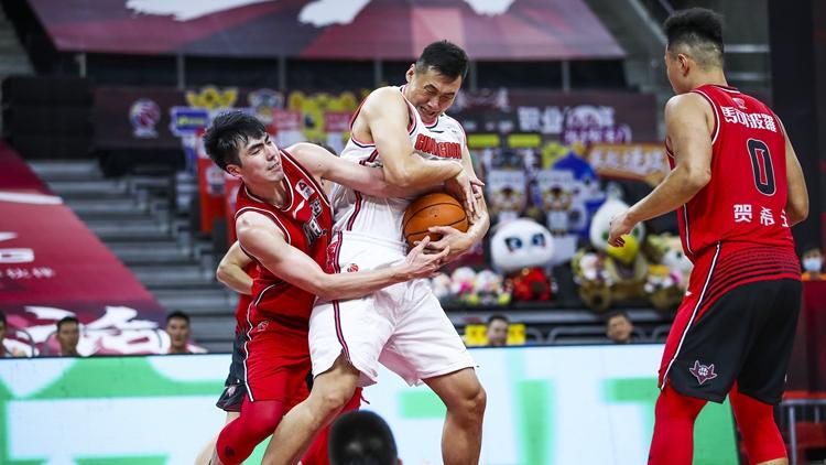 易建联休战威姆斯28分 广东8人上双狂胜深圳