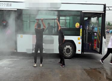 69秒丨车厢起火如何逃生?灭火器怎么用?潍坊市民应掌握的公交应急知识都在这