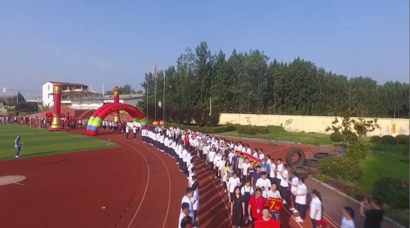 65秒|送红包、跨龙门,祝福考生!枣庄舜耕实验学校为千名学子壮行