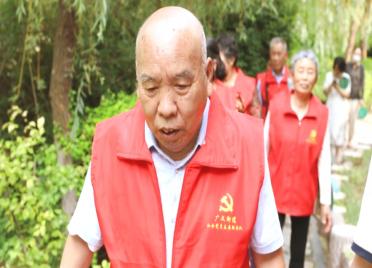 55秒丨为防止学生溺水 潍坊30位爱心老人自发组成志愿服务巡河队