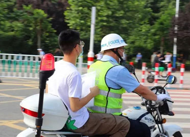 潍坊三千余名公安民警分秒必争护航高考
